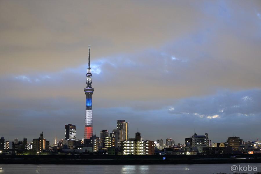 02東京スカイツリー仏国旗トリコロール3色にライトアップ