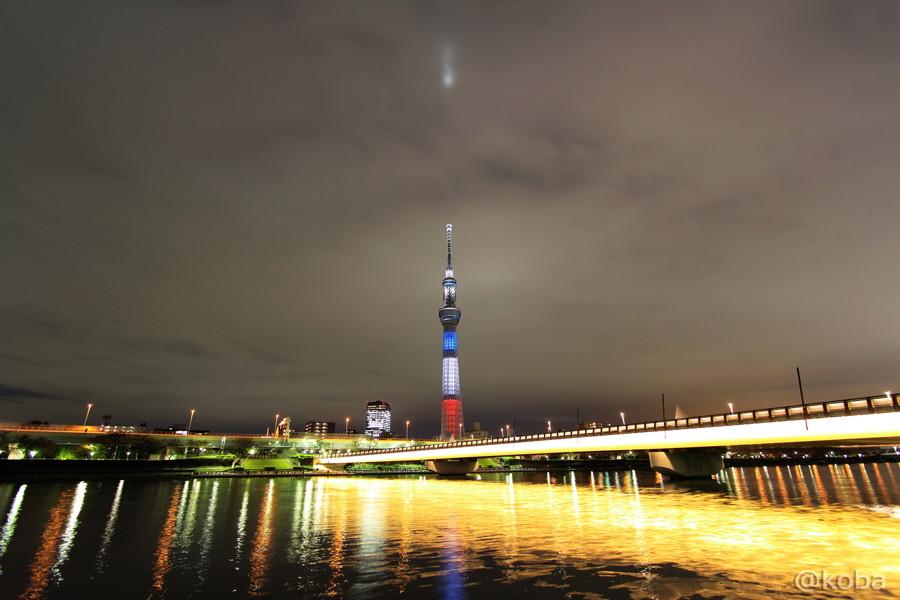 01TOKYO SKYTREE仏国旗トリコロール3色にライトアップ_桜橋