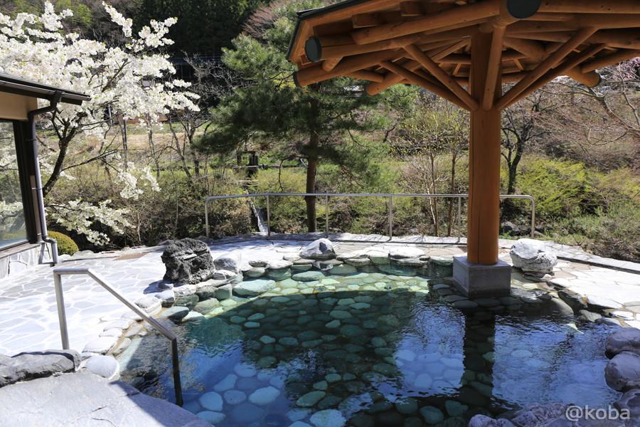 10露天風呂 四万清流の湯
