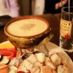 浜松町「チーズ好きには たまらん!自家製燻製チーズフォンデュ♪」 燻製Dining OJIJI (クンセイダイニング オジジ)