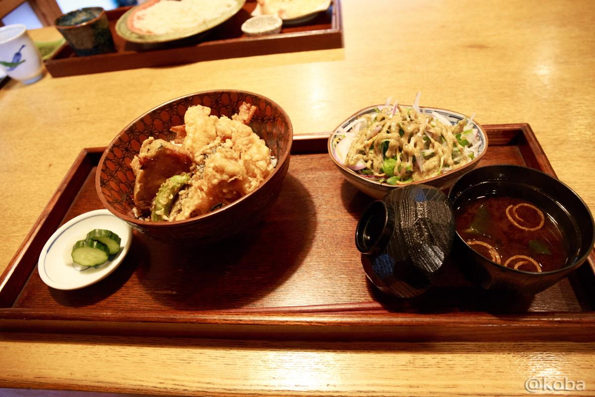 新小岩 割烹 小楽(こらく) 海老天丼 (サラダ 香の物 赤出汁)