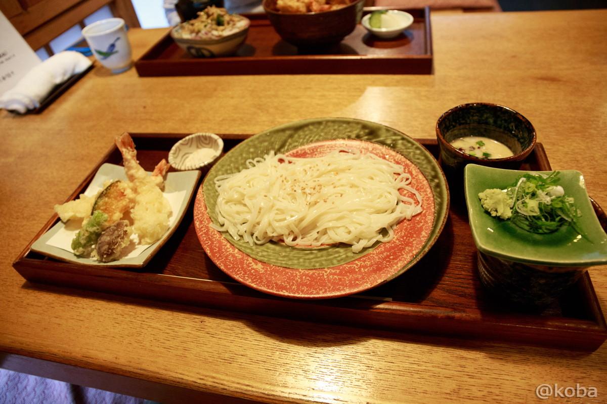 新小岩 小楽(こらく) 天ぷら 冷やし稲庭うどん つけだれは、醤油と胡麻の2種類