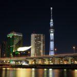東京スカイツリー「白色のライティング」 隅田川沿い 駒形橋付近より