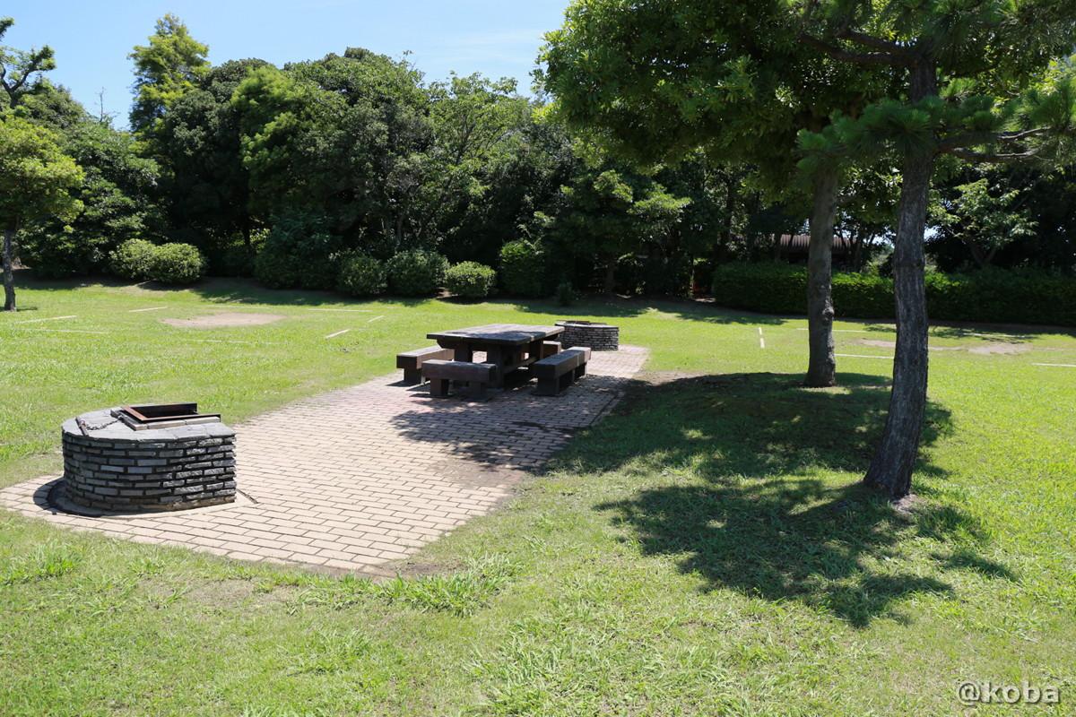 共用の炉(かまど)テーブルと椅子 キャンプ場 │若洲公園│江東区