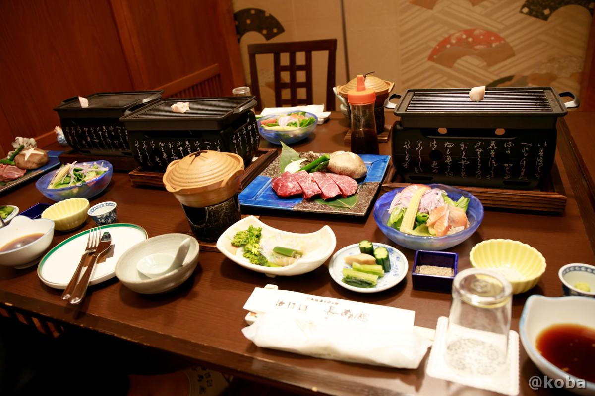 夕食の写真 ぐんまのお肉を堪能♪上州牛ステーキプラン! テーブル席です。│法師温泉長寿館(ほうしおんせんちょうじゅかん)│群馬県│こばフォトブログ@koba