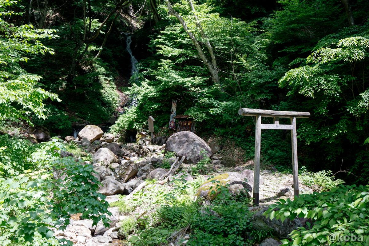 滝と鳥居│縁結びの滝│みなかみ町猿ヶ京温泉│群馬県