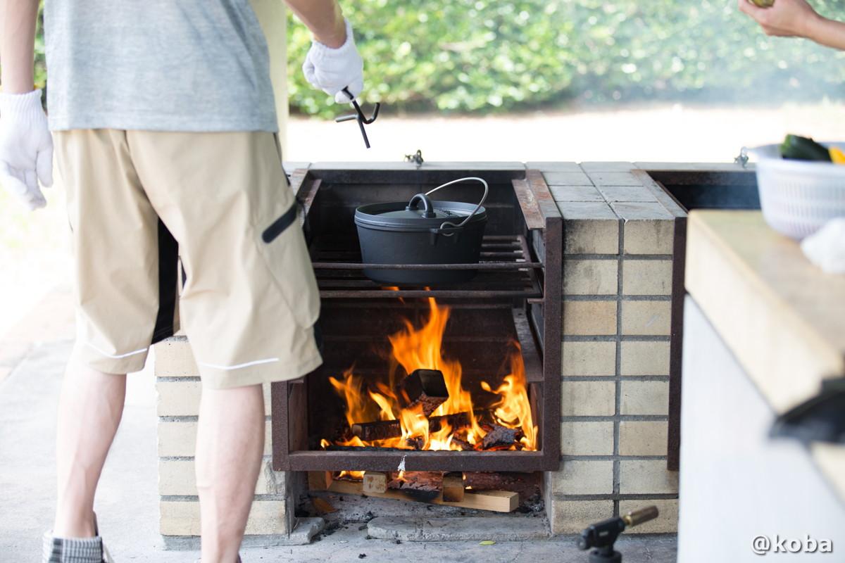 かまどの使い方 ダッチオーブンを温める