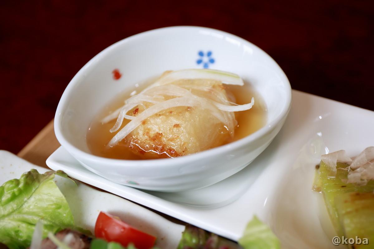 新玉ねぎと揚げ豆腐 葛で固めたふんわり上品な豆腐 花桃の里 休み処 すみよしや 長野県駒ヶ根市