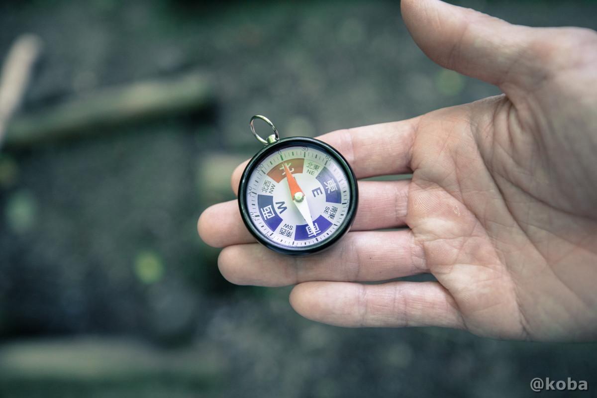 方位磁石の写真 ゼロ磁場 分抗峠 長野県 伊那市 ブログ