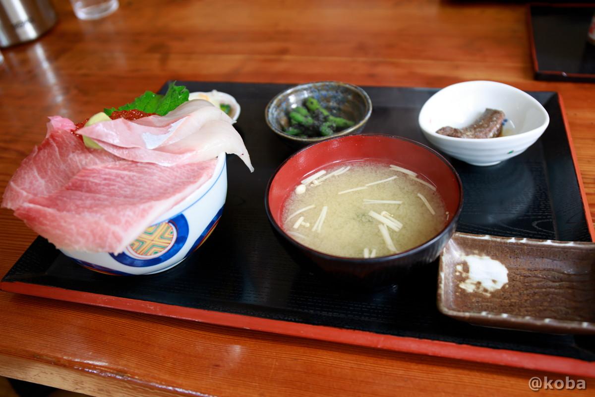 大トロ入り 三色丼 2,000円 (大トロ いくら ハマチ) 浜めし(はまめし) 食事処 銚子 ブログ