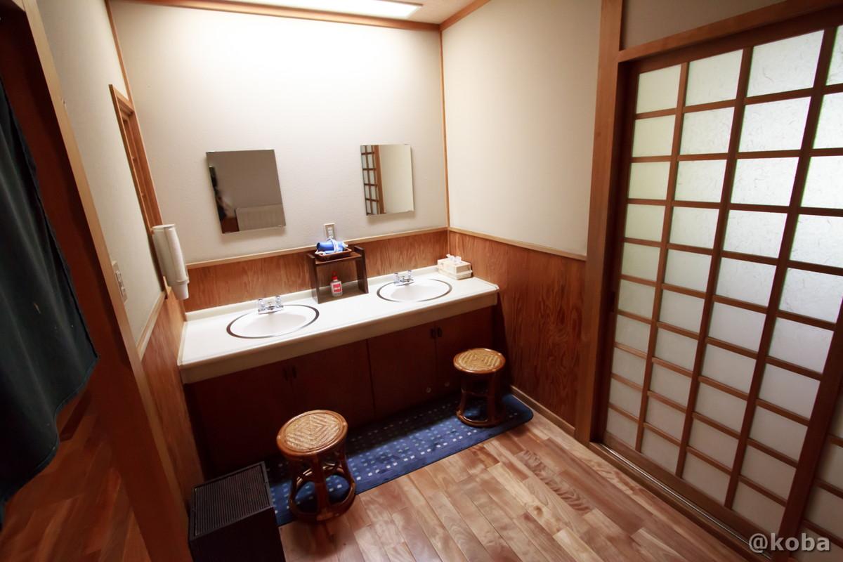 洗面室の写真 内山峠 初谷温泉(うちやまとうげ しょやおんせん) 長野県佐久市 日本秘湯を守る会