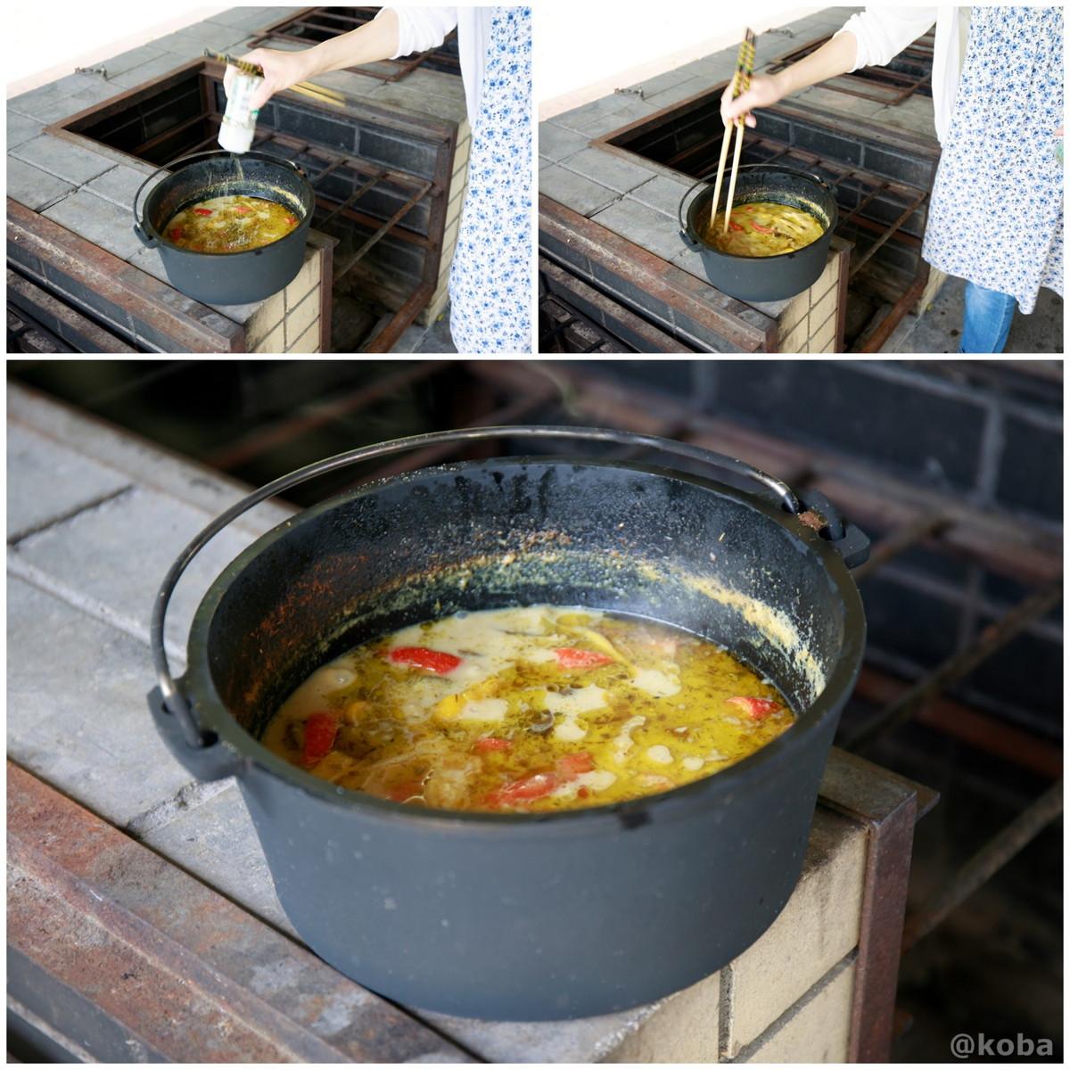 ナンプラー、砂糖で味を調え完成 炉の使い方 ダッチオーブンでカレー作り