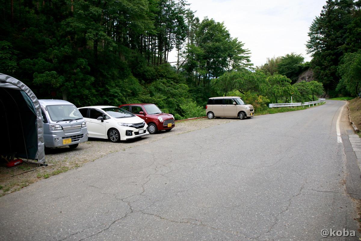 店舗の向かいに駐車場 花桃の里 休み処 すみよしや 長野県駒ヶ根市