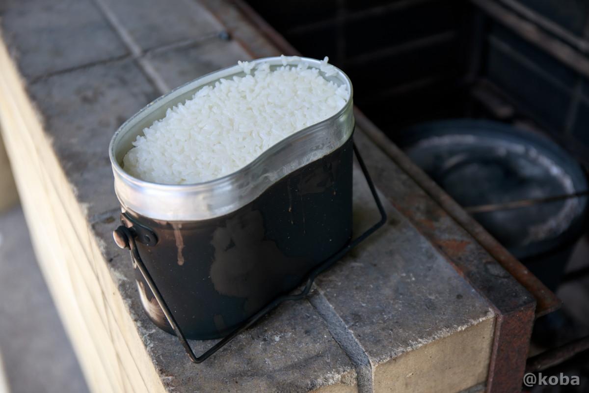 炊きあがったお米の写真 飯盒炊飯 炉の使い方
