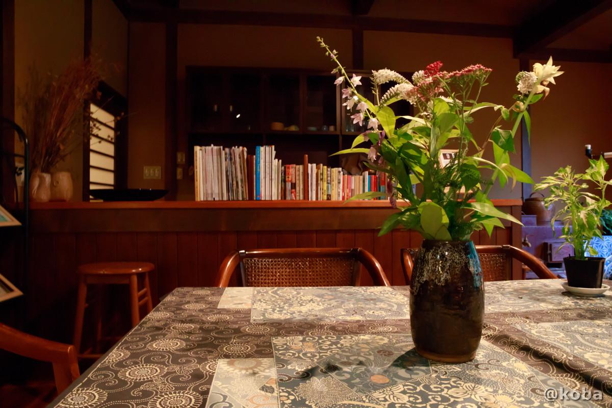 テーブルと花瓶 内山峠 初谷温泉(うちやまとうげ しょやおんせん) 長野県佐久市 日本秘湯を守る会