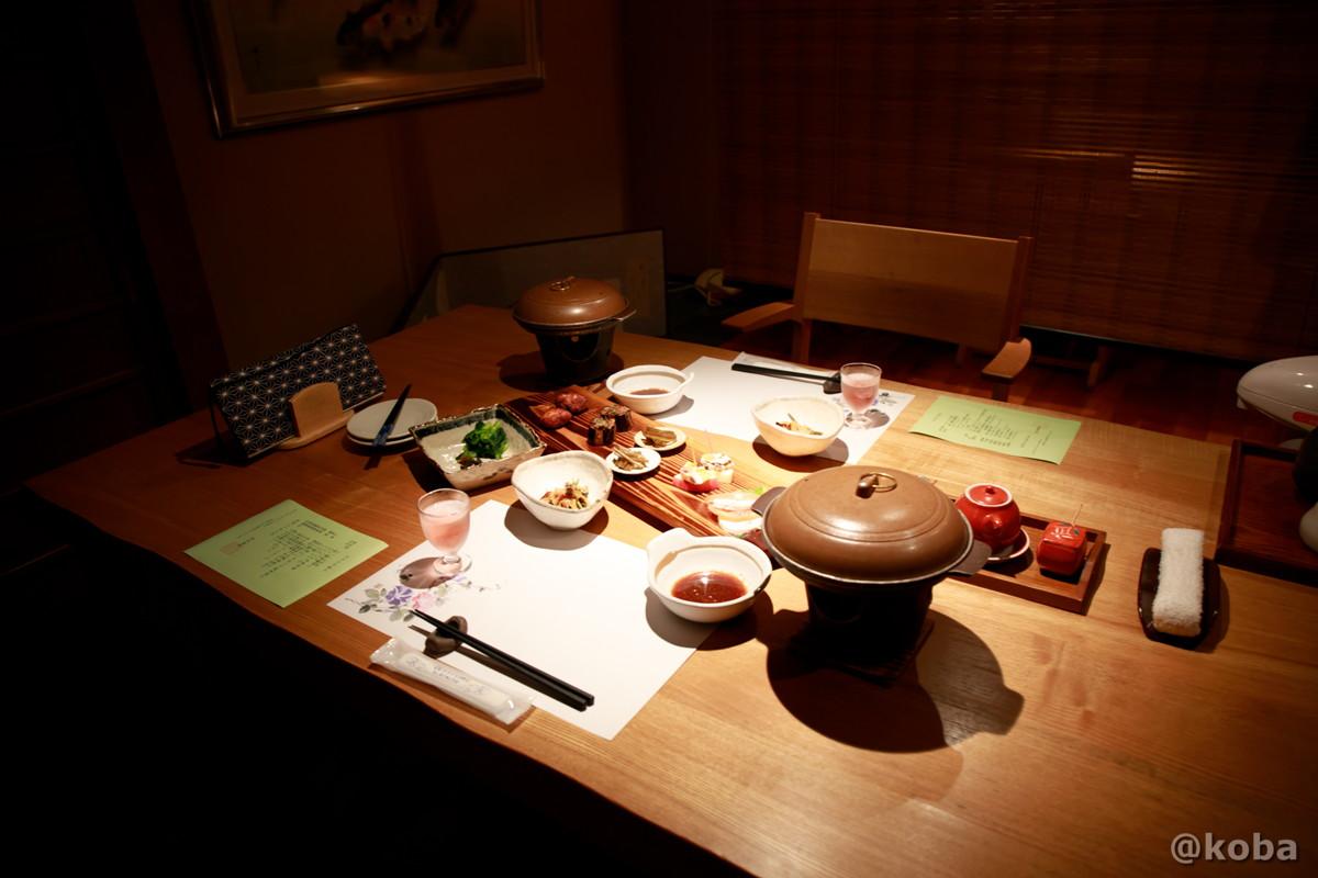 夕食テーブル席 内山峠 初谷温泉(うちやまとうげ しょやおんせん) 長野県佐久市 日本秘湯を守る会