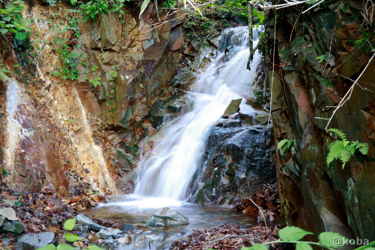 滝の写真 内山峠 初谷温泉(うちやまとうげ しょやおんせん) 長野県佐久市 日本秘湯を守る会