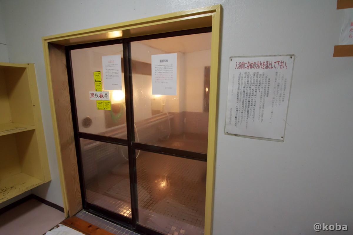 浴室入り口の写真│湯沢共同浴場(ゆざわきょうどうよくじょう)│新潟県 温泉ブログ