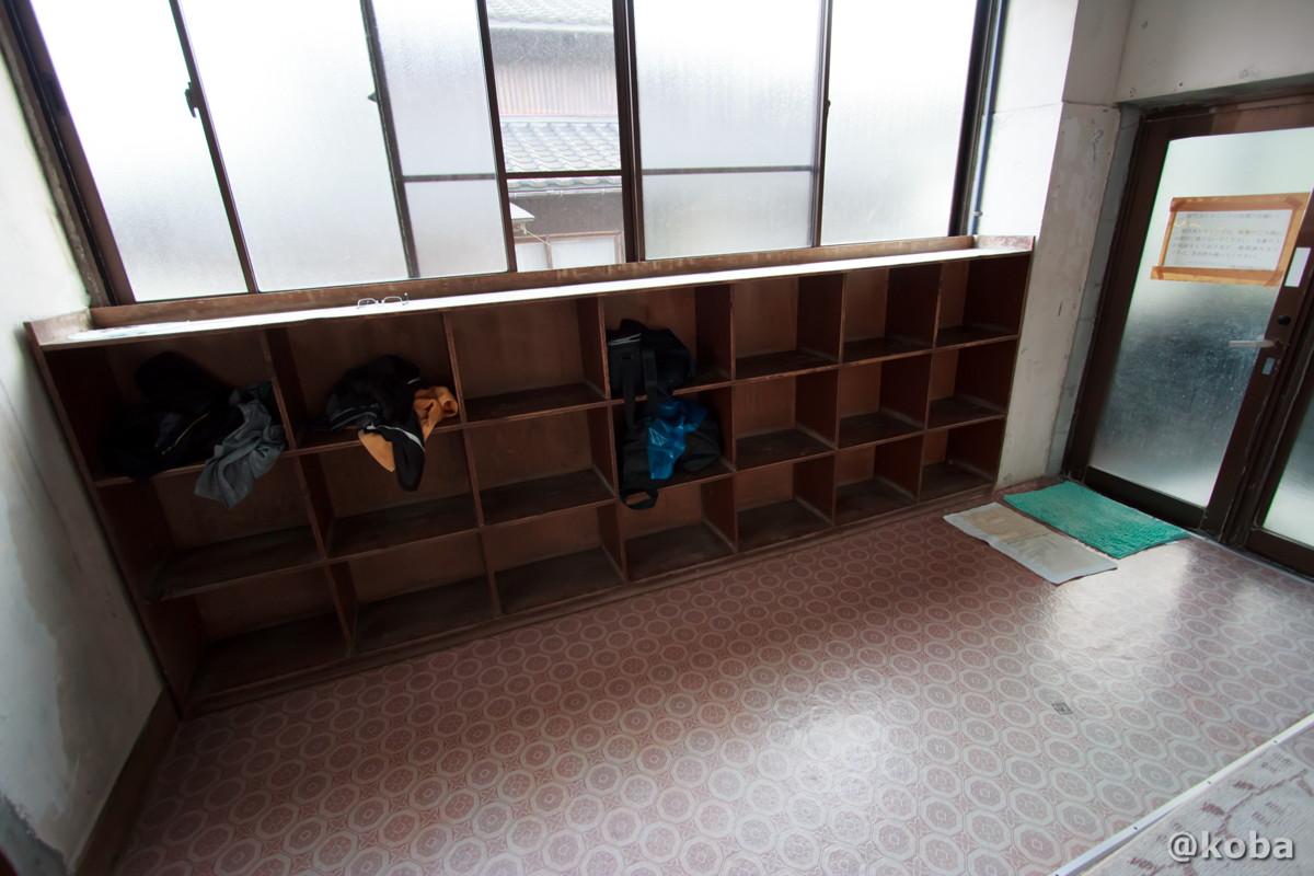 脱衣場の写真│雲母温泉 上関共同浴場(うんもおんせん かみのせききょうどうよくじょう)│新潟県 ブログ