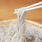 白い蕎麦、信州ひすいそば、麺上げの写真 そば処たかさわ 蕎麦ランチ 食事処 長野県 ブログ