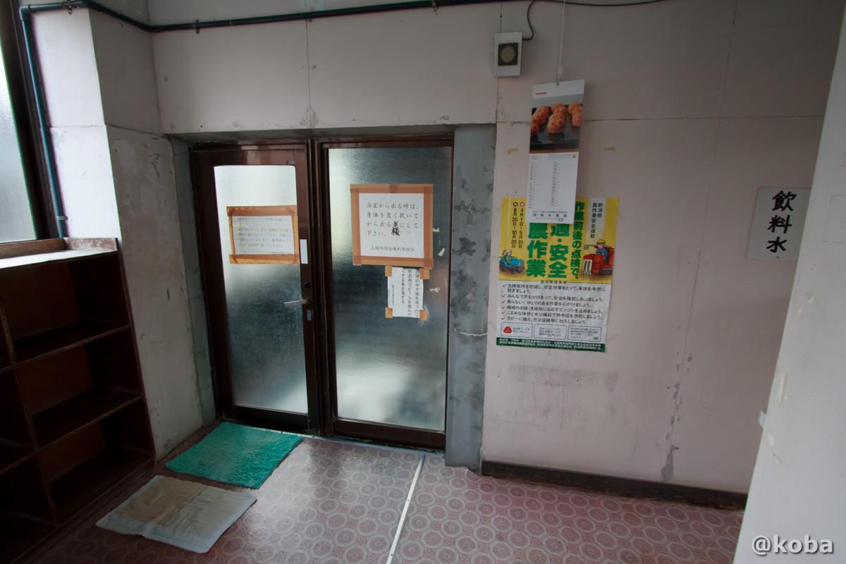 浴室、入り口の写真│雲母温泉 上関共同浴場(うんもおんせん かみのせききょうどうよくじょう)│新潟県 ブログ