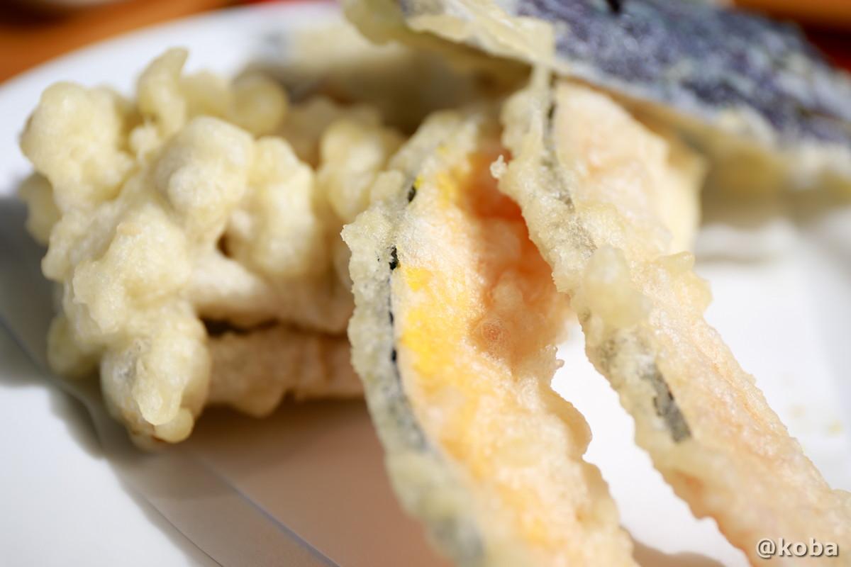 本日の天ぷら(れいか・しめじ・なす・かぼちゃ・ふきのとう)の写真 そば処たかさわ 蕎麦ランチ 食事処 長野県 ブログ