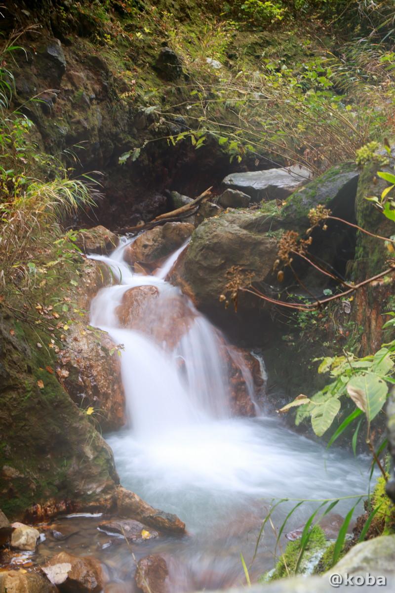 小さな滝の写真│燕温泉 河原の湯(つばめおんせん かわはらのゆ)│新潟県妙高市 ブログ