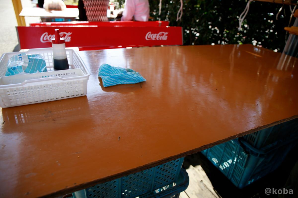 食事スペース テーブル席の写真│角上魚類│寺泊魚の市場通り 魚のアメ横(てらどまりさかなのいちばどおり さかなのあめよこ)
