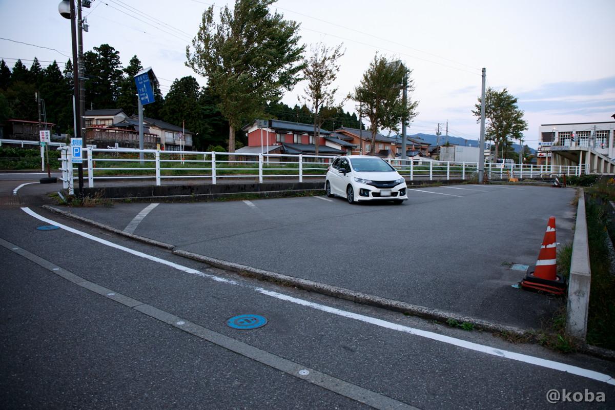 駐車場の写真│雲母温泉 上関共同浴場(うんもおんせん かみのせききょうどうよくじょう)│新潟県 ブログ