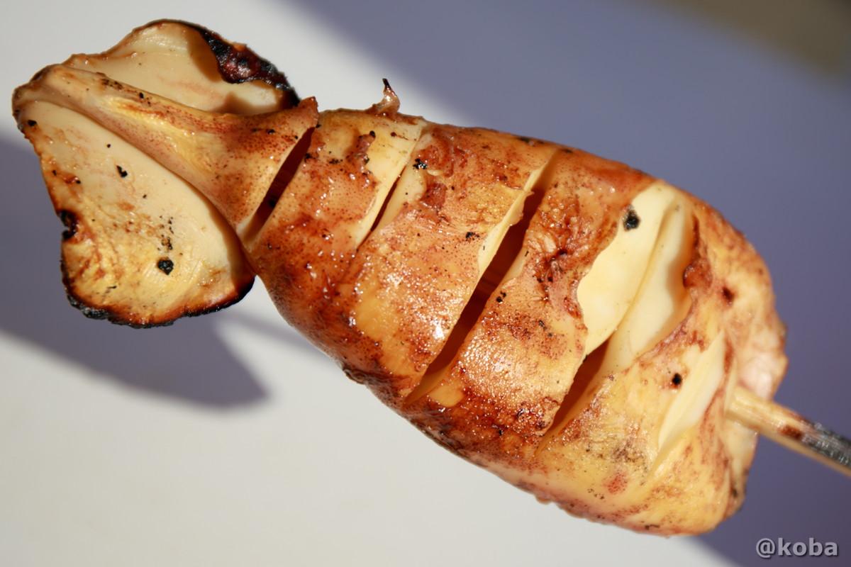 肉厚な烏賊焼き 400円の写真│山六水産│寺泊魚の市場通り 魚のアメ横(てらどまりさかなのいちばどおり さかなのあめよこ)