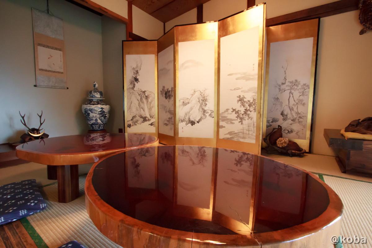 和室 屏風と丸テーブルの写真 燕温泉 樺太館(つばめおんせん からふとかん)新潟県 妙高市