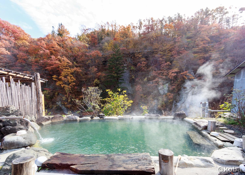 湯量豊富な露天風呂、全景の写真│京塚温泉・しゃくなげの湯 日帰り入浴│群馬県 ブログ