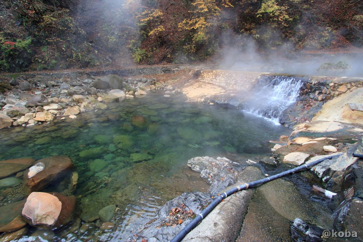 川の湯と滝の写真│尻焼温泉(しりやきおんせん)川の湯 日帰り入浴│群馬県 ブログ