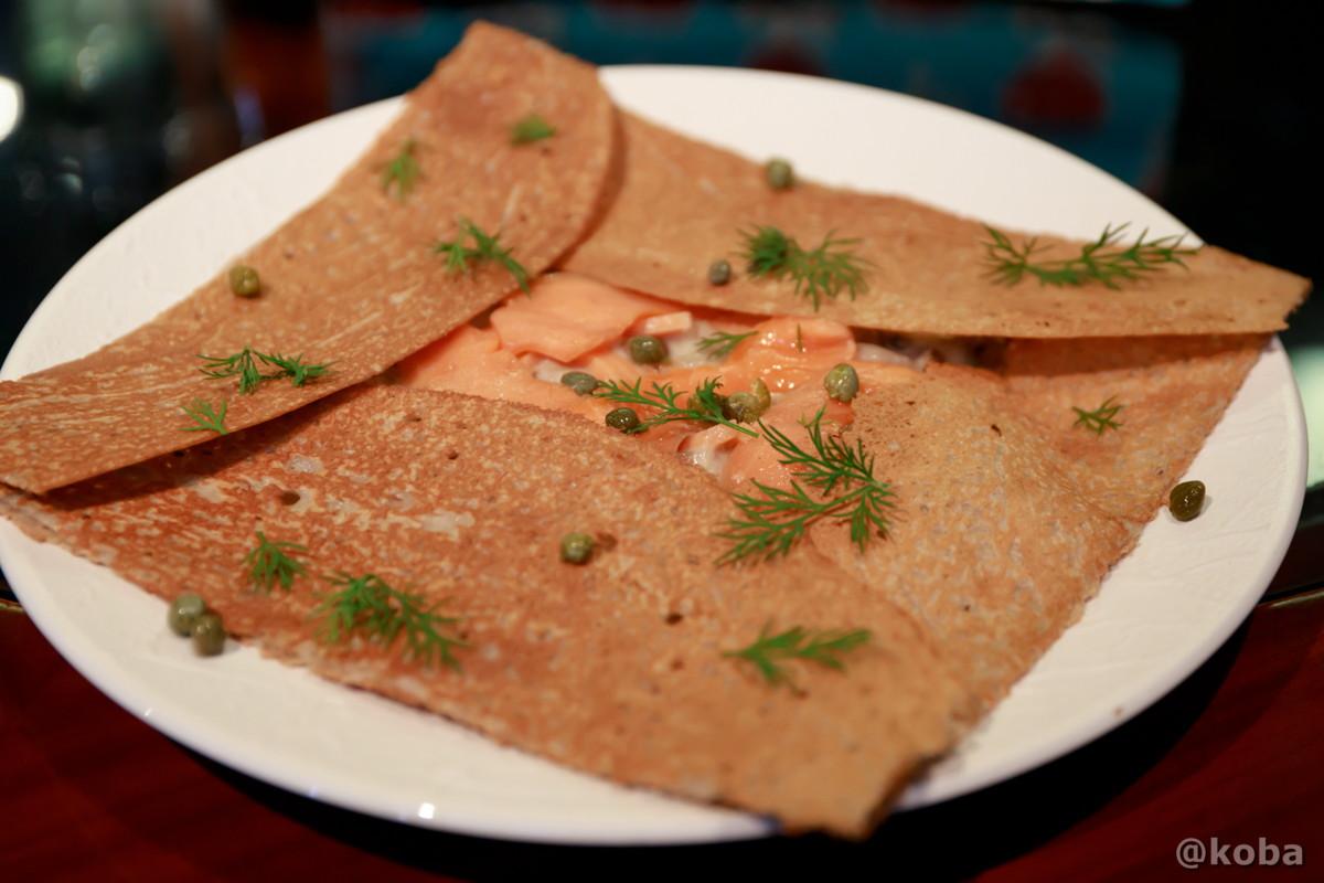 スモークサーモンとキノコクリーム煮のガレット│カフェ・ドローム(CAFE・DROME)│群馬県富岡市
