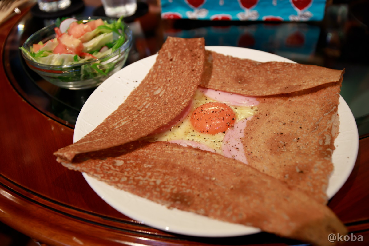 ハム,チーズ,卵のガレットとサラダ│カフェ・ドローム(CAFE・DROME)│群馬県富岡市