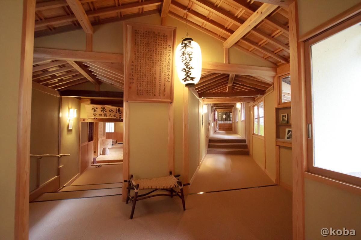 提灯と廊下の写真│たんげ温泉 美郷館(みさとかん)│群馬県 吾妻郡