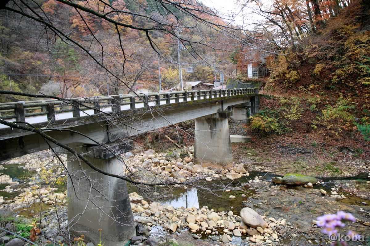 橋の写真│尻焼温泉(しりやきおんせん)川の湯 日帰り入浴│群馬県 ブログ
