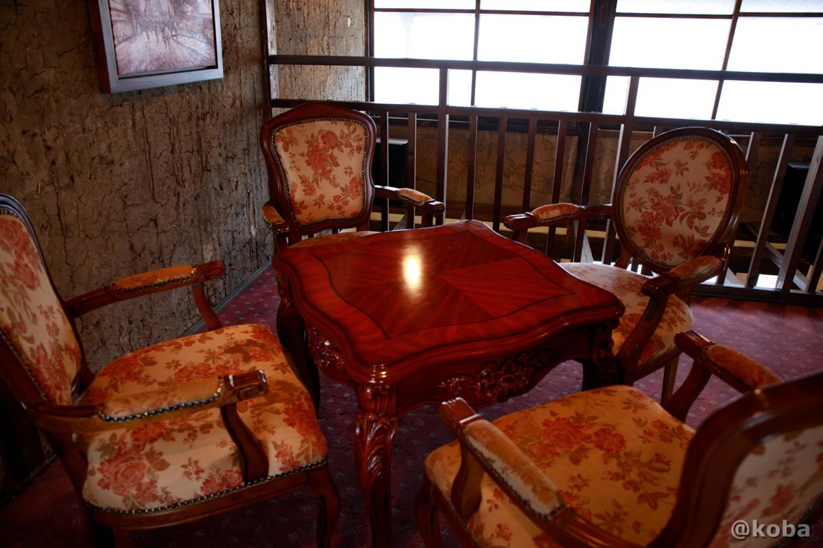 2階 オシャレなテーブル席│カフェ・ドローム(CAFE・DROME)│群馬県富岡市