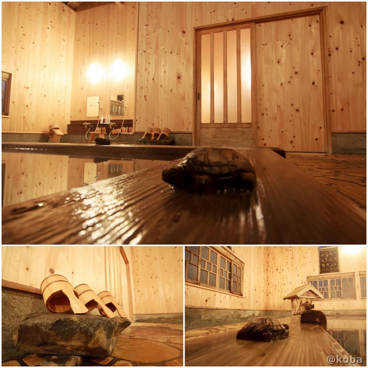 浴槽の縁にある木製の亀の写真│たんげ温泉 美郷館(みさとかん)│群馬県 吾妻郡