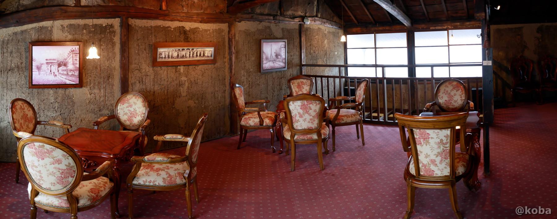 明治8年の古民家 木造土壁とオシャレな家具 パノラマ写真│カフェ・ドローム(CAFE・DROME)│群馬県富岡市