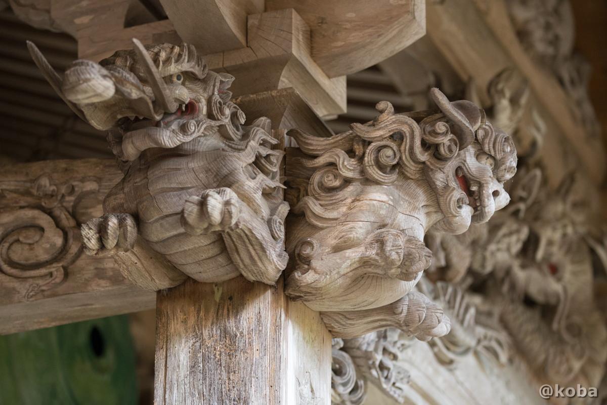 柱上部の龍と狛犬の彫刻の写真│大岩不動尊(おおいわふどうそん)│群馬県 ブログ