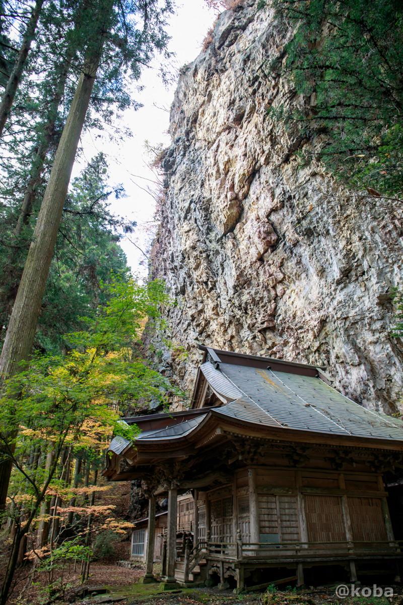 大きな岩と本堂│大岩不動尊(おおいわふどうそん)│群馬県 ブログ│Canon EOS Kiss X5_EF-S10-22mm f-3.5-4.5 USM