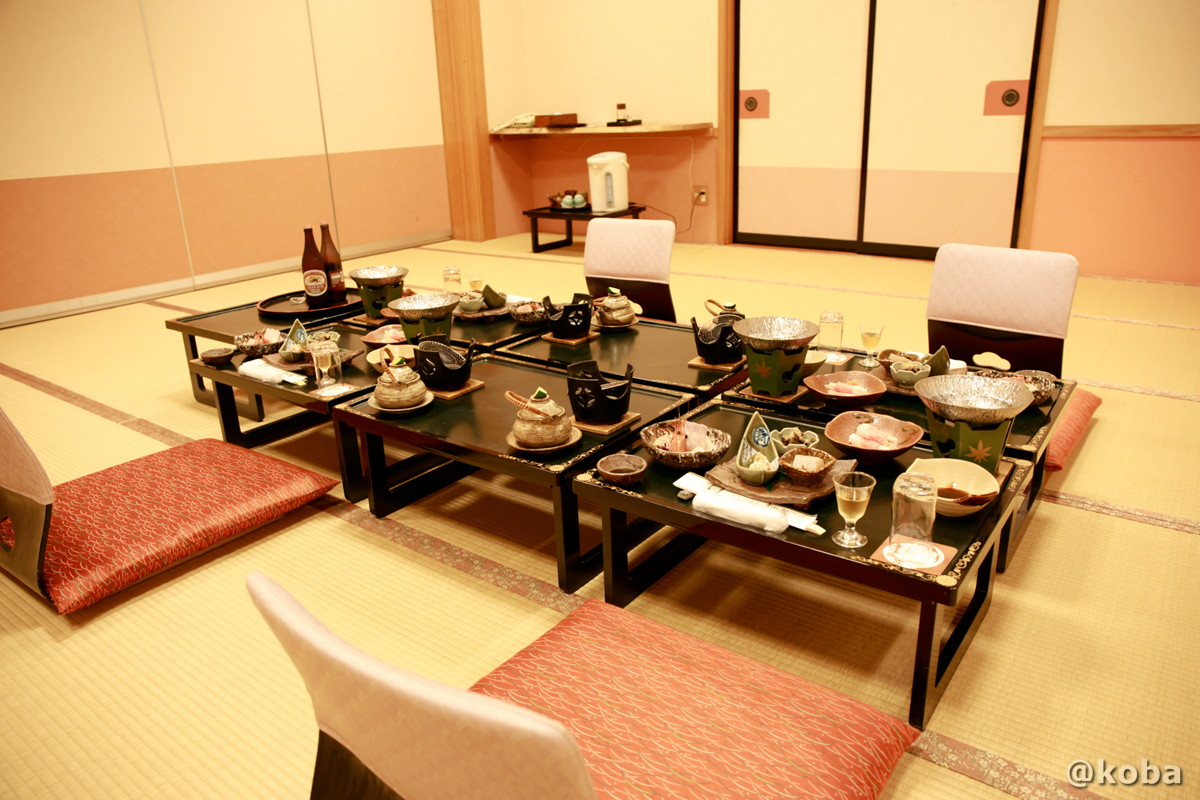 夕食、広間 座敷席の写真│たんげ温泉 美郷館(みさとかん)│群馬県 吾妻郡