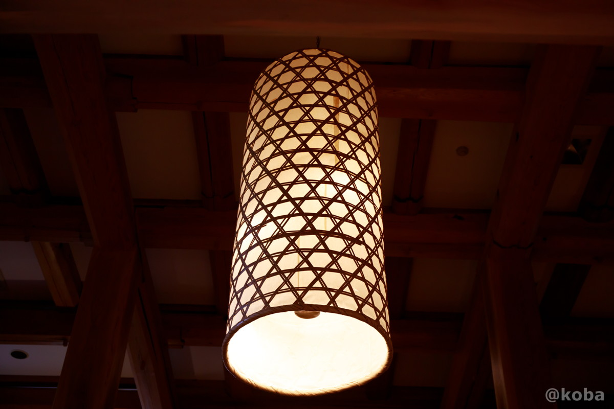円錐状の照明器具の写真│たんげ温泉 美郷館(みさとかん)│群馬県 吾妻郡