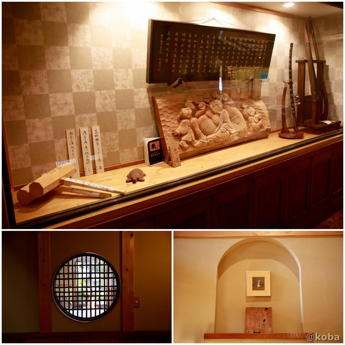 ディスプレイと丸窓の写真│たんげ温泉 美郷館(みさとかん)│群馬県 吾妻郡