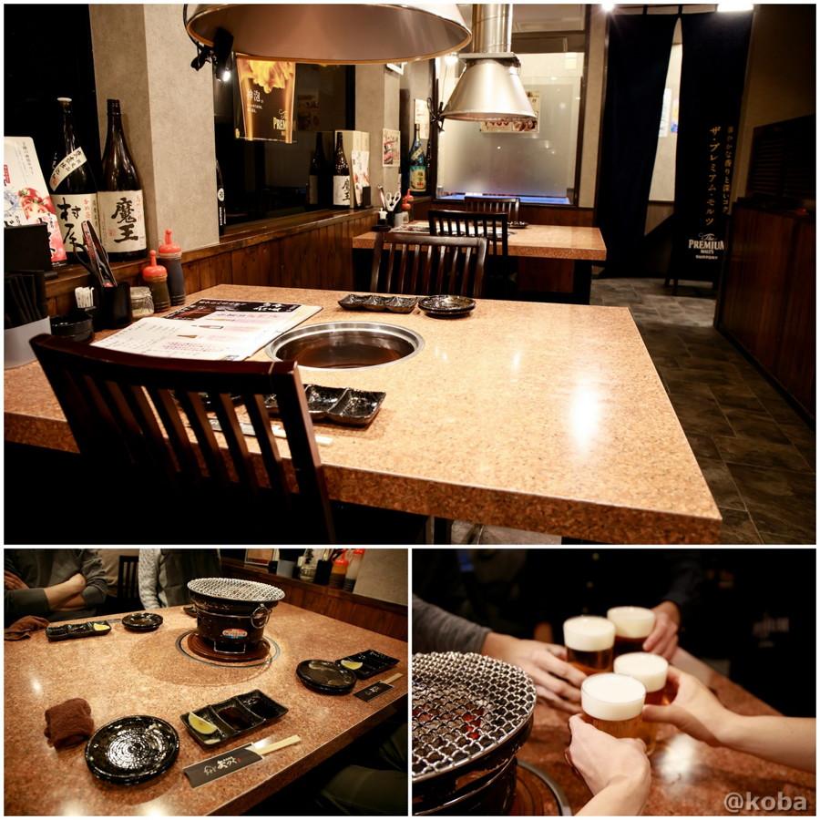 内観 テーブル席の写真と生ビールで乾杯の写真│炭火焼肉 矢つぐ(やつぐ)│東京都江戸川区・新小岩