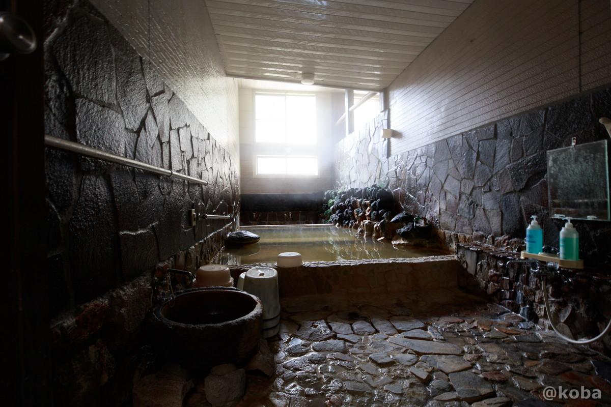 内湯・石造りの写真|八千代温泉 芹の湯|日帰り入浴|群馬県