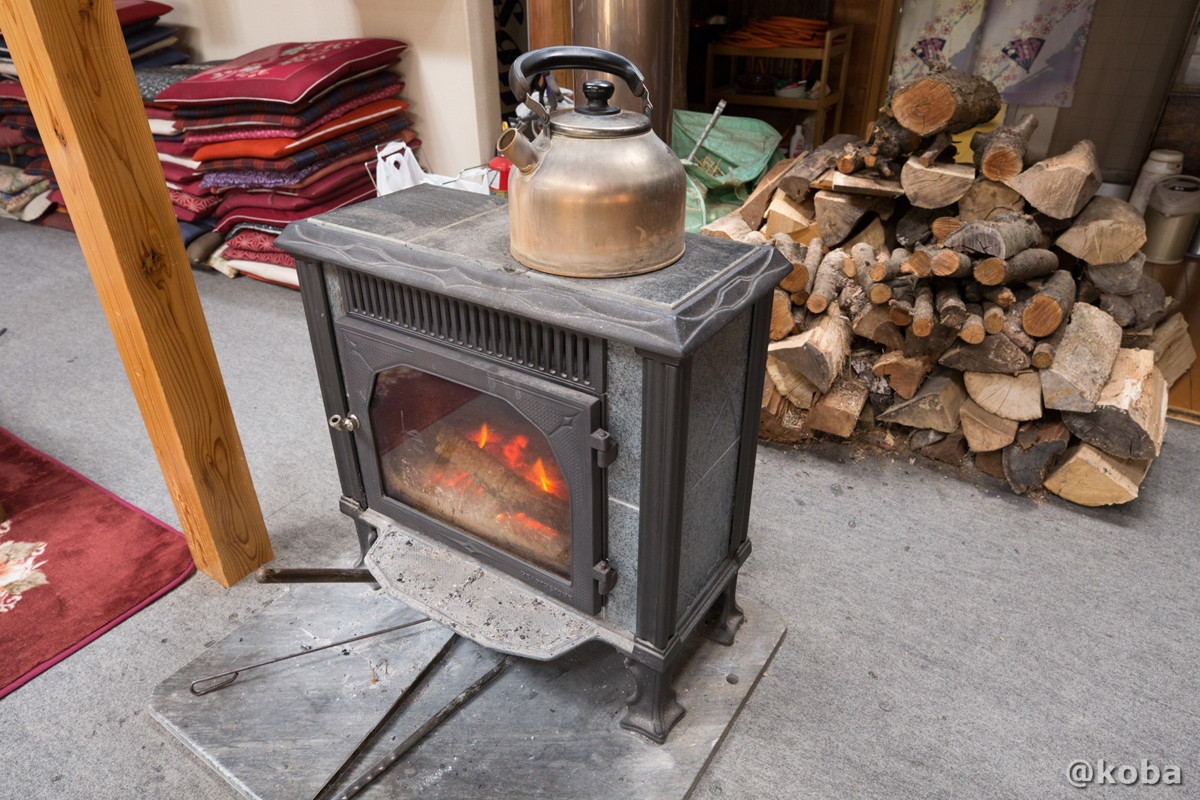 薪ストーブの写真 八千代温泉 芹の湯 食事処 群馬県 下仁田町