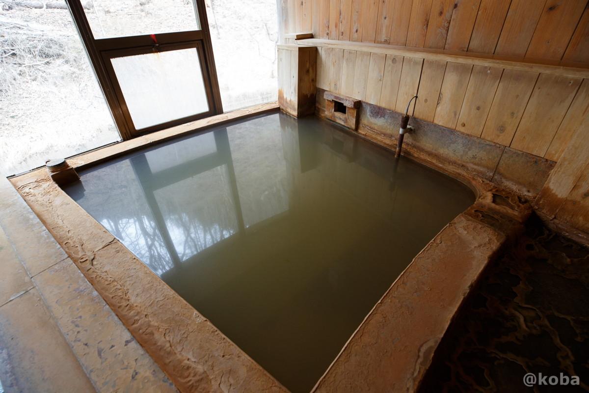 壁側が源泉浴槽の写真|内山峠 初谷温泉(うちやまとうげ しょやおんせん)|長野県佐久市