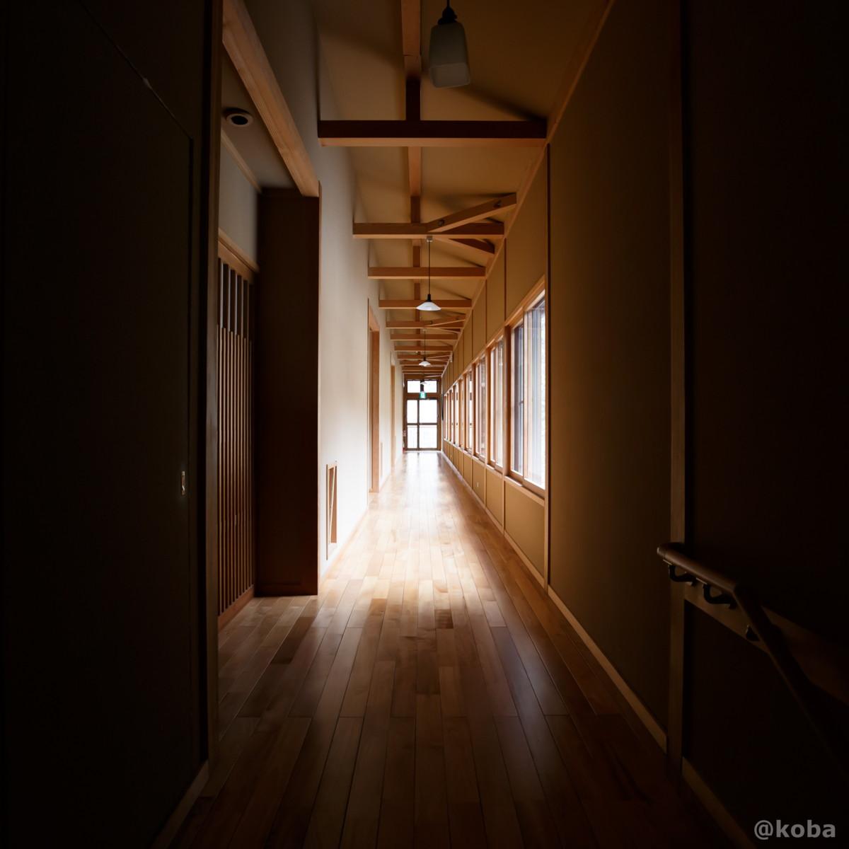 木造建築・廊下の写真|内山峠 初谷温泉(うちやまとうげ しょやおんせん)|長野県佐久市